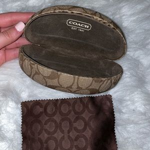 COACH SUNGLASS/GLASSES CASE AND CLEANING CLOTH 💘